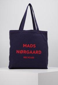 Mads Nørgaard - BOUTIQUE ATHENE - Shoppingveske - navy/red - 0