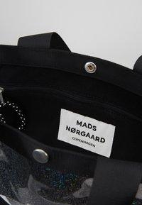 Mads Nørgaard - TÖTE BAG - Bolso shopping - silver - 4