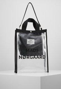 Mads Nørgaard - TÖTE BAG - Velká kabelka - silver - 0