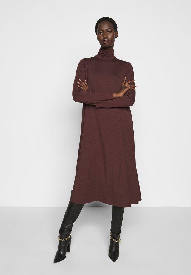 LARGE - Jerseykleid - bordeaux