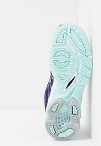 Mizuno - WAVE VOLTAGE - Volleybalschoenen - astral aura/white/blue light - 4