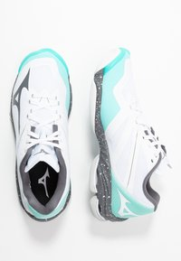 Mizuno - WAVE LIGHTNING Z6 - Volleyballsko - white/dark shadow/aurora blue