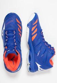 Mizuno - WAVE LIGHTNING Z5 MID - Volleyballschuh - reflex blue/white/nasturtium - 1