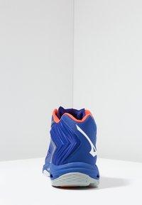 Mizuno - WAVE LIGHTNING Z5 MID - Volleyballschuh - reflex blue/white/nasturtium - 3