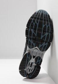 Mizuno - WAVE PROPHECY 8 - Chaussures de running neutres - black/silver/stormy weather - 4