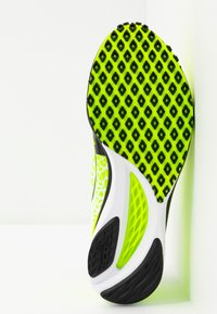Mizuno - WAVE DUEL - Konkurrence løbesko - safety yellow/black/silver - 4