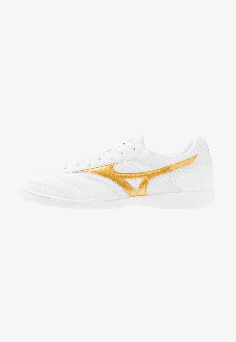 Mizuno - MRL SALA CLUB IN - Halové fotbalové kopačky - white/gold
