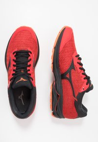 Mizuno - WAVE RIDER TT - Løbesko trail - high risk red/black/red orange - 1