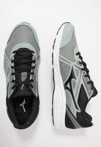 Mizuno - WAVE SPARK 5 - Obuwie do biegania treningowe - black/slate grey - 1