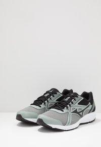 Mizuno - WAVE SPARK 5 - Obuwie do biegania treningowe - black/slate grey - 2
