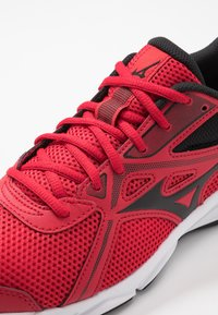 Mizuno - WAVE SPARK 5 - Neutrale løbesko - black/chinese red - 5