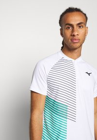 Mizuno - SHADOW - Print T-shirt - white - 3
