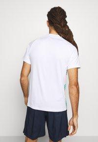 Mizuno - SHADOW - Print T-shirt - white - 2
