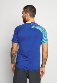 Mizuno - SHADOW TEE - T-shirts print - true blue - 2