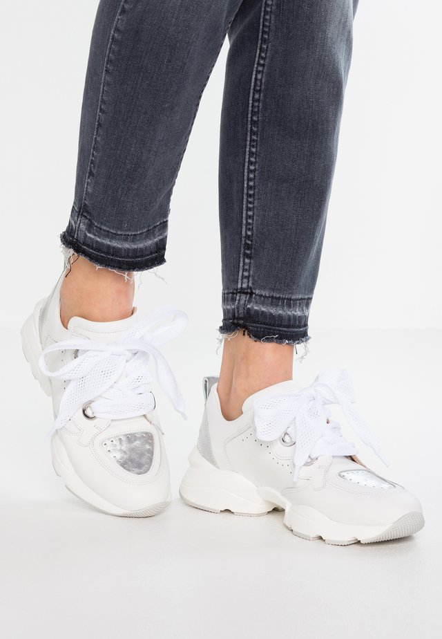 Sneakersy niskie - agnelotto bianco/silver