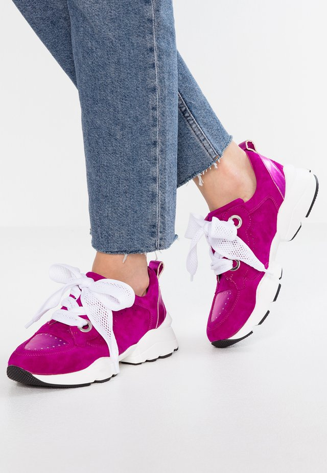 Trainers - violett
