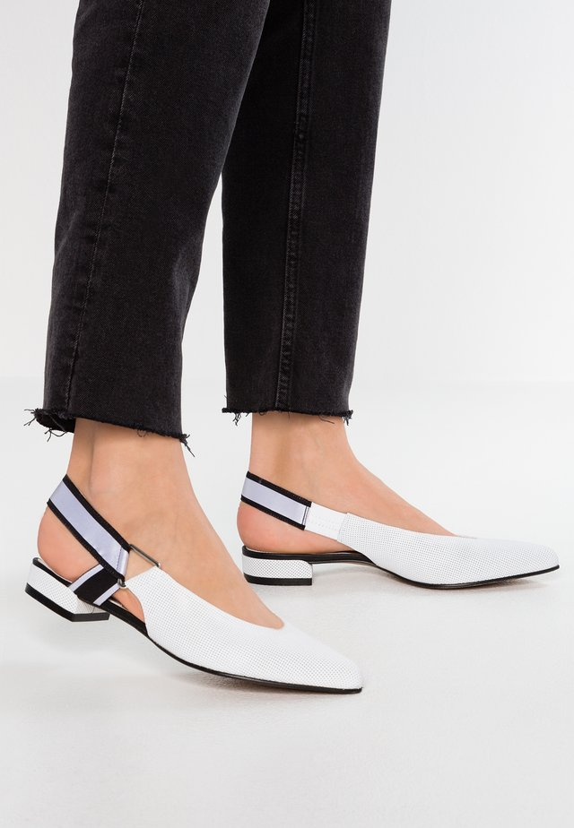 Ankle strap ballet pumps - agnelotto bianco