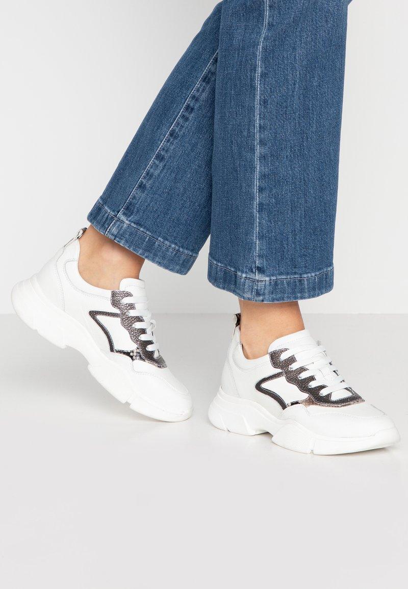 Maripé - Sneaker low - bianco/roccia/argento