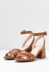 Maripé - Sandals - kissa caramello - 4