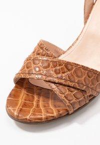 Maripé - Sandals - kissa caramello - 2