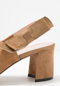 Maripé - Classic heels - cognac - 2