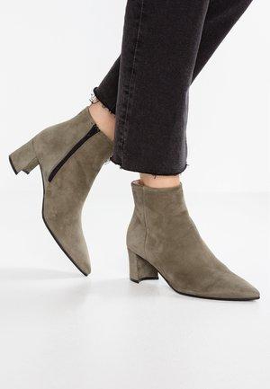 Kotníková obuv - oliv