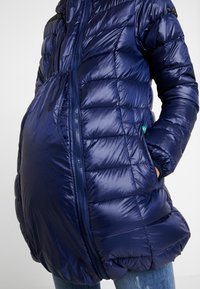 Modern Eternity - ASHLEY LIGHTWEIGHT MATERNITY JACKET WITH HOOD - Winterjas - navy - 3