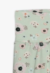 Müsli by GREEN COTTON - SPICY ANEMONES PANTS BABY - Pantalones - dusty green - 2