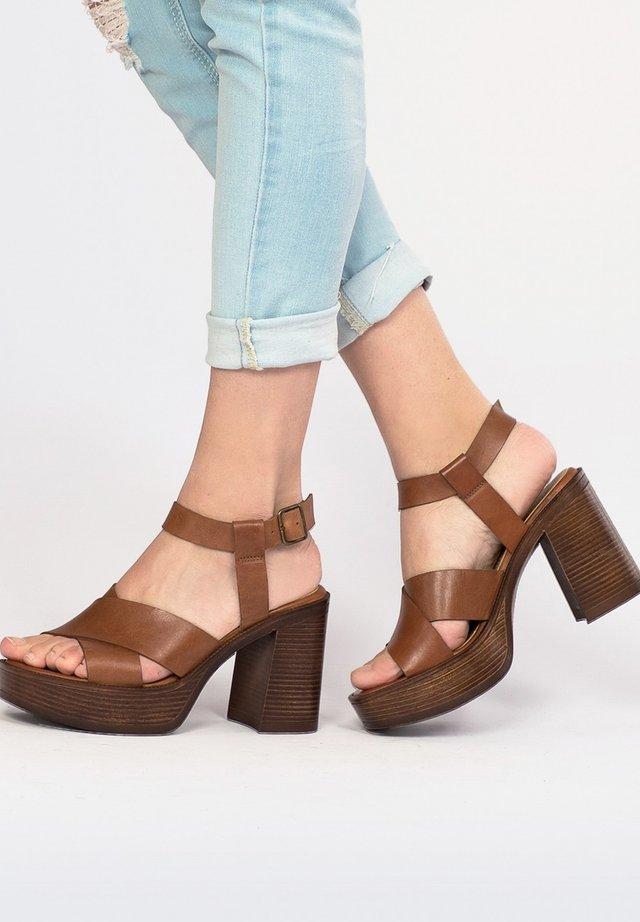 Sandales à talons hauts - 702