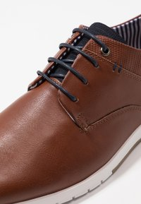Madden by Steve Madden - PUNTE - Chaussures à lacets - cognac - 6