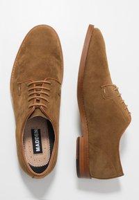Madden by Steve Madden - EXCESS - Elegantní šněrovací boty - cognac - 1
