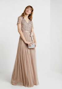 Maya Deluxe - STRIPE EMBELLISHED MAXI DRESS WITH BOW TIE - Iltapuku - nude - 2