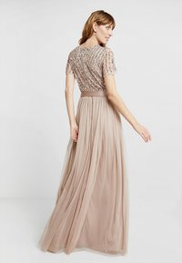Maya Deluxe - STRIPE EMBELLISHED MAXI DRESS WITH BOW TIE - Iltapuku - nude - 3
