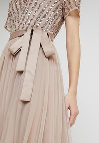 Maya Deluxe - STRIPE EMBELLISHED MAXI DRESS WITH BOW TIE - Iltapuku - nude - 7