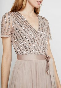 Maya Deluxe - STRIPE EMBELLISHED MAXI DRESS WITH BOW TIE - Iltapuku - nude - 5
