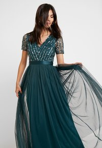 Maya Deluxe - STRIPE EMBELLISHED MAXI DRESS WITH BOW TIE - Vestido de fiesta - emerald - 5