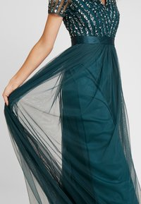 Maya Deluxe - STRIPE EMBELLISHED MAXI DRESS WITH BOW TIE - Vestido de fiesta - emerald