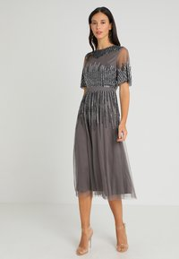 Maya Deluxe - EMBELLISHED MIDI DRESS WITH HIGH NECK - Cocktailkjole - charcoal - 0