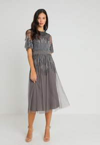 Maya Deluxe - EMBELLISHED MIDI DRESS WITH HIGH NECK - Cocktailkjole - charcoal - 1