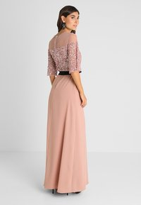 Maya Deluxe - SEQUIN BODICE MAXI WITH SHEER YOKE AND CONTRAST TIE BELT - Iltapuku - pale mauve - 3