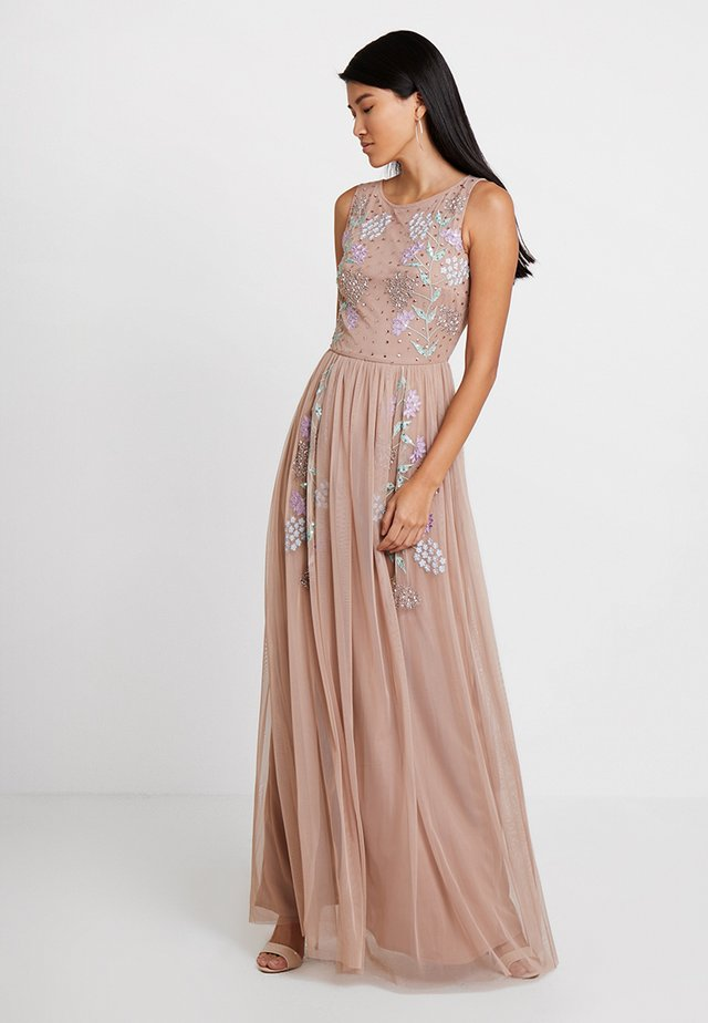 EMBELLISHED SLEEVELESS DRESS WITH CUTOUT BACK - Festklänning - taupe blush