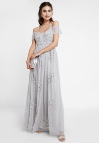Maya Deluxe - EMBELLISHED DRESS IN SPOT WITH RUFFLE COLD SHOULDER - Galajurk - soft grey - 1