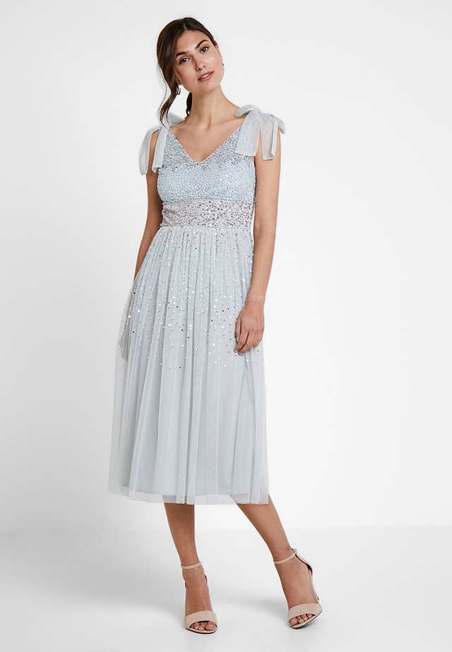 SCATTER SEQUIN BOW DETAIL MIDI DRESS - Sukienka koktajlowa - ice blue