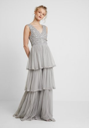 SPOT TIERED MAXI DRESSWITH TRIMS AND EMBELLISHMENT - Gallakjole - grey