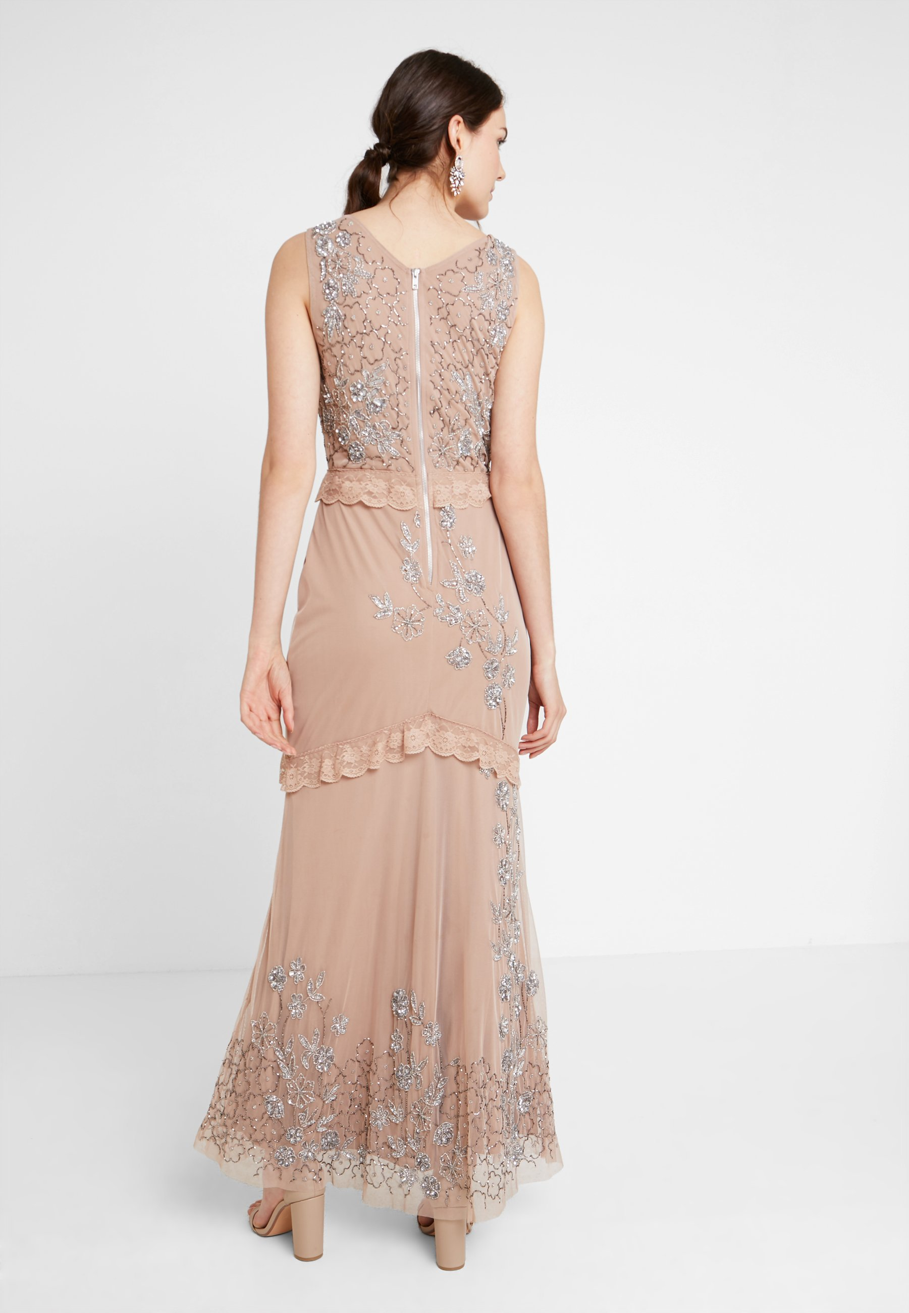 Placement Maya With Taupe Dress Deluxe Embellishment And DetailingRobe Neck Maxi De Cocktail Blush V bfY76gy