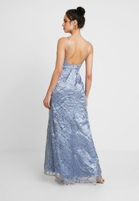 Maya Deluxe - ALL OVER GLITTER CAMI MAXI WITH PLUNGE FRONT - Robe de cocktail - blue - 3