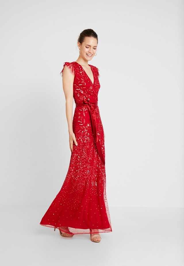 EMBELLISHED MAXI DRESS WITH SASH BOW TIE - Galajurk - red