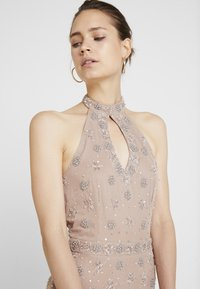 Maya Deluxe - HIGH NECK BEADED MAXI DRESS WITH DOUBLE THIGH SPLIT - Robe de cocktail - taupe blush - 5