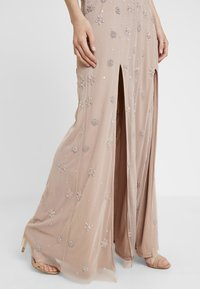 Maya Deluxe - HIGH NECK BEADED MAXI DRESS WITH DOUBLE THIGH SPLIT - Robe de cocktail - taupe blush - 3