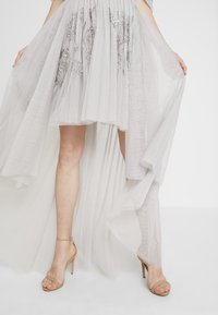 Maya Deluxe - EMBELLISHED HIGH LOW BARDOT DRESS - Ballkjole - soft grey - 3